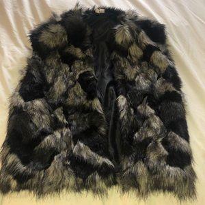 Forever 21 faux fur vest Size L